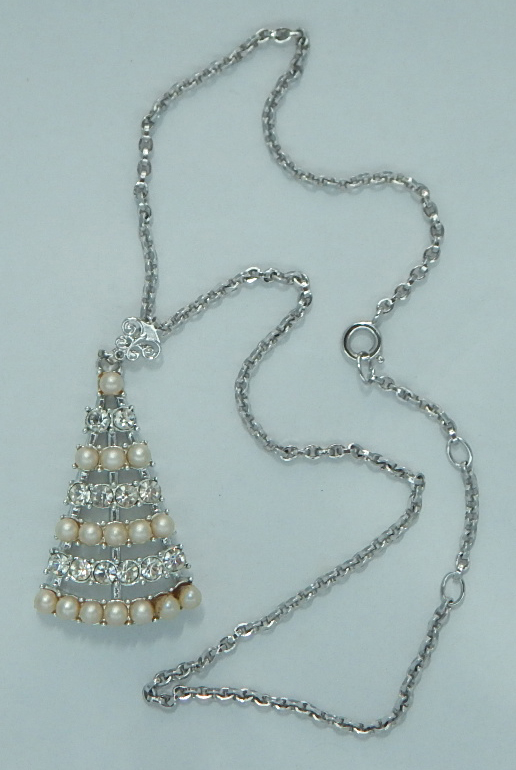 Sarah Coventry Christmas Tree silvertone chain necklace