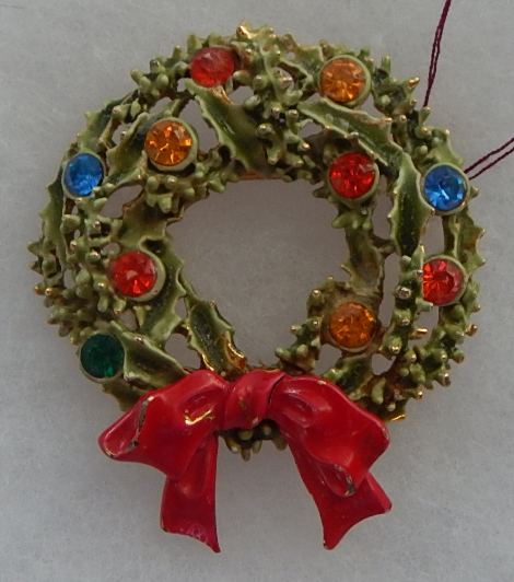 Christmas Wreath enamel and rinestone pin
