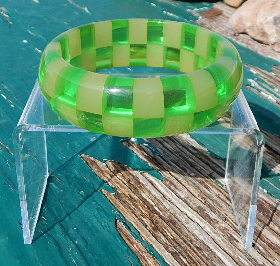 Shultz Checkboard Lime Bakelite Bangle