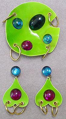 Plastic pin & earrings